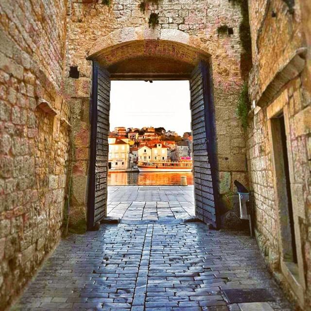 Omiš (Omis), Croatia - Monterrasol private tours to Omiš (Omis), Croatia. Travel agency offers custom private car tours to see Omiš (Omis) in Croatia. Order custom private tour to Omiš (Omis) with departure date on request.