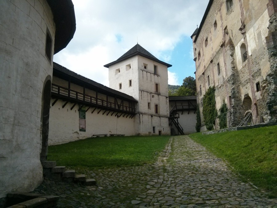Banská Štiavnica (Banska Stiavnica), Slovakia - Monterrasol private tours to Slovakia. Travel agency offers custom private car tours to see Slovakia in Slovakia. Order custom private tour to Slovakia with departure date on request.