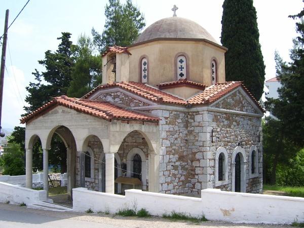 Livadeia, Greece - Explore Greece by off-season 16 days tour from Igoumenitsa. UNESCO sites, fortresses, monasteries. Private tour from Monterrasol Travel by car.