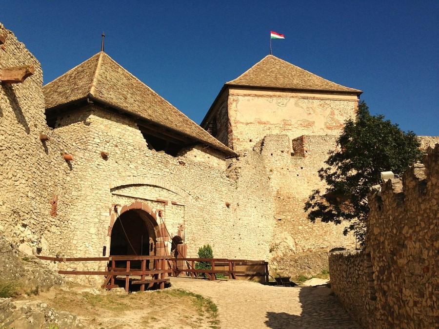 Sümeg (Sumeg), Hungary - Monterrasol private tours to Sümeg (Sumeg), Hungary. Travel agency offers custom private car tours to see Sümeg (Sumeg) in Hungary. Order custom private tour to Sümeg (Sumeg) with departure date on request.