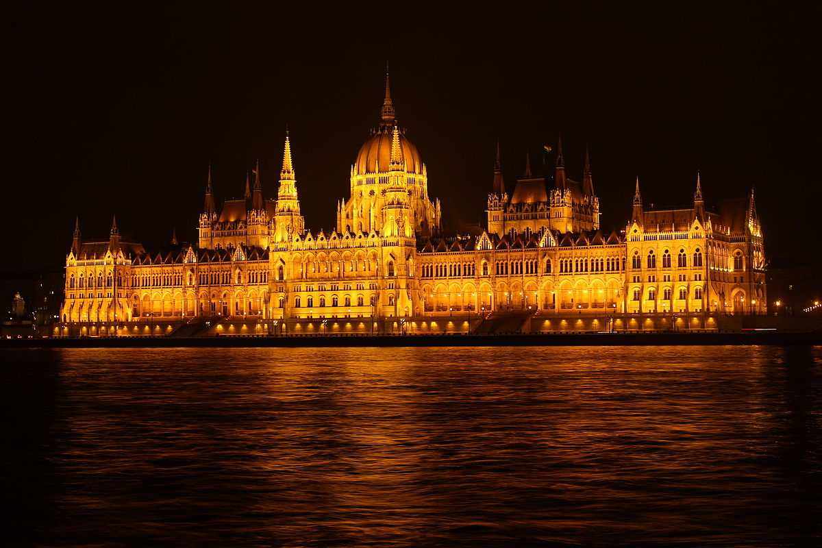 Budapest, Hungary - Monterrasol private tours to Hungary. Travel agency offers custom private car tours to see Hungary in Hungary. Order custom private tour to Hungary with departure date on request.