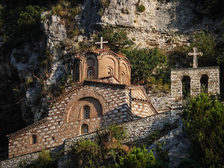 Berat, Albania - Monterrasol private tours to Berat, Albania. Travel agency offers custom private car tours to see Berat in Albania. Order custom private tour to Berat with departure date on request.